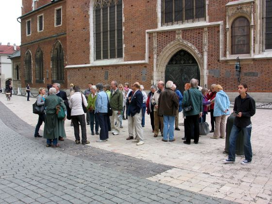 02.Guide taking choir on introductory tour of Krakow